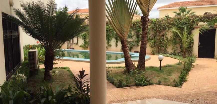 location villa Bamako avec piscine à la Cité du Niger