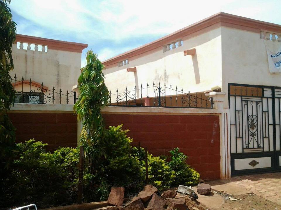 Vente de villa magnambougou bamako ref 9596 se loger for Construire une maison au mali