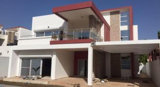 Villa neuve haut de standing avec piscine à louer à Badalabougou EST