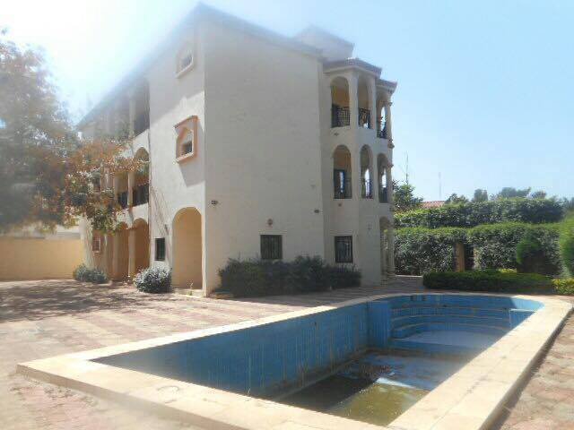 Location grande villa avec piscine a la cite du niger for Villa a bamako