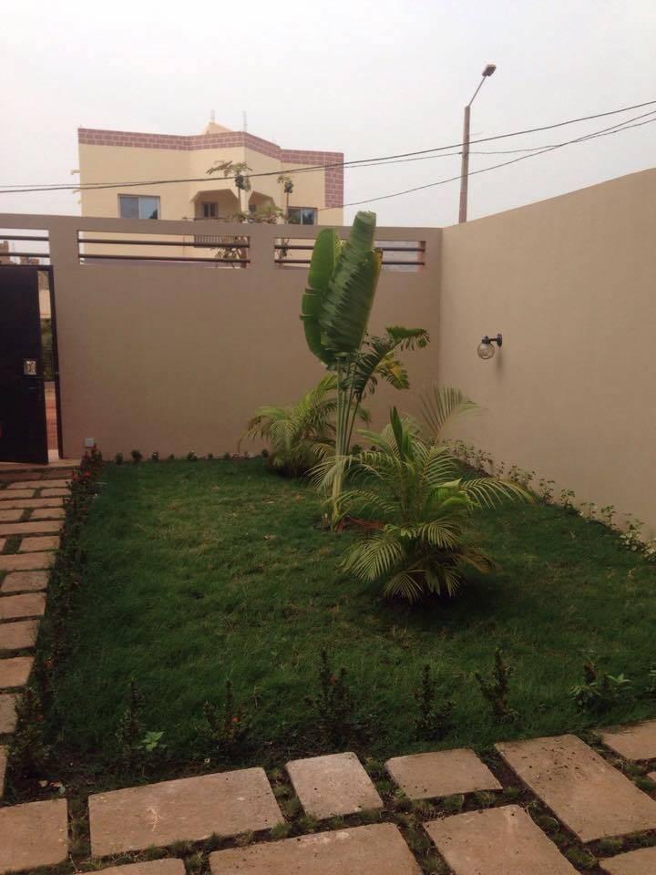 Location d 39 une belle villa sebenicoro en bordure du for Chambre de commerce du niger