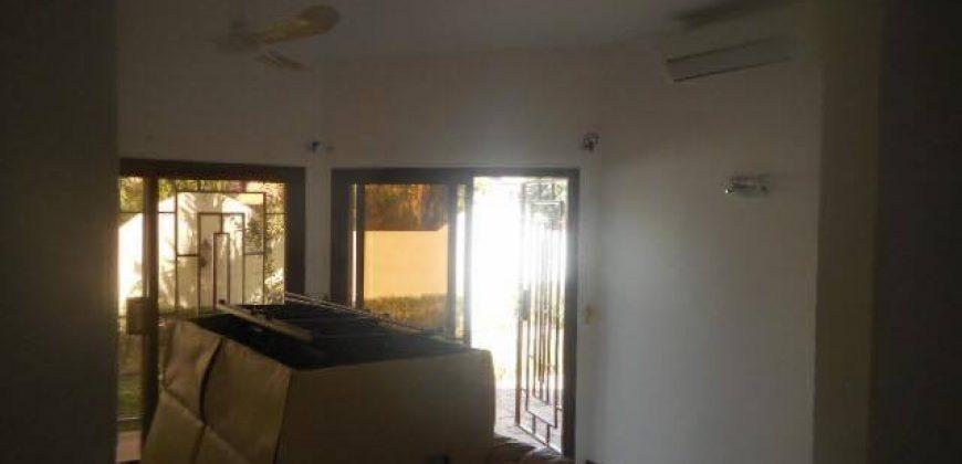 Villa avec piscine a louer a la cité du Niger