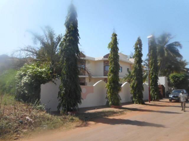 Villa r 1 a louer a la cit du niger seloger mali for Chambre de commerce du niger