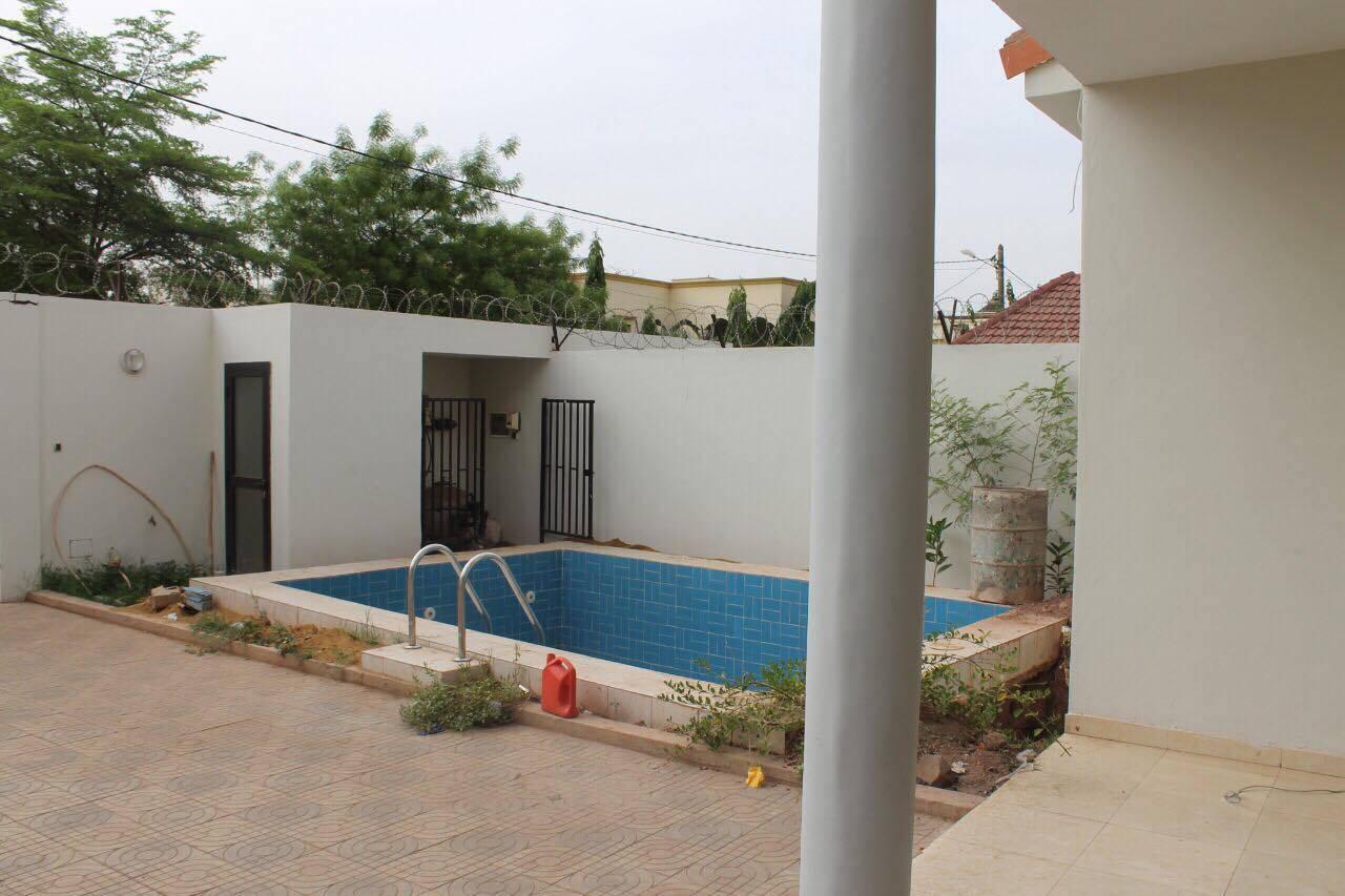 Location villa duplex avec piscine la cit du niger for Construire une maison au mali