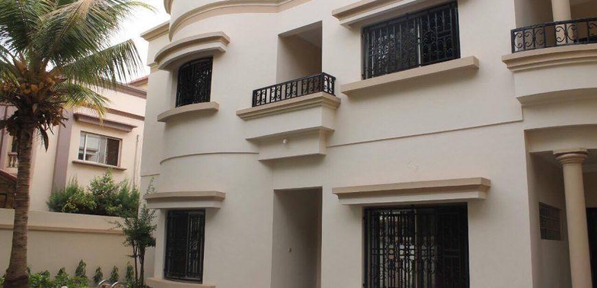 Location villa duplex avec piscine à la Cité du Niger