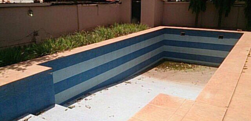 Villa basse avec piscine a louer a Badalabougou EST