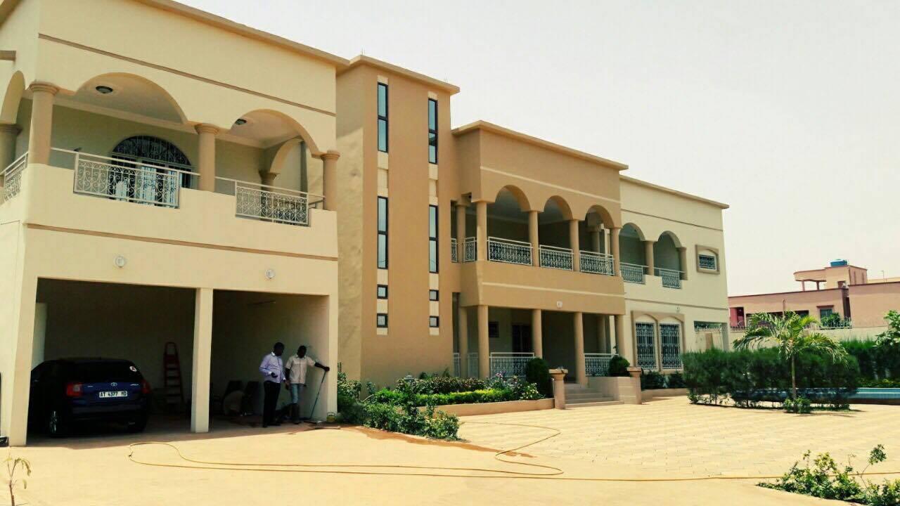 Villa a louer a bamako avec piscine se loger for Recherche appartement ou maison a louer