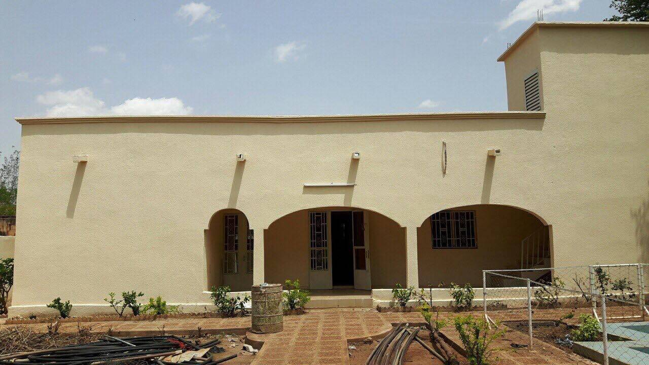 Location maison bamako hippodrome avec piscine ref 5803 for Construire une maison au mali