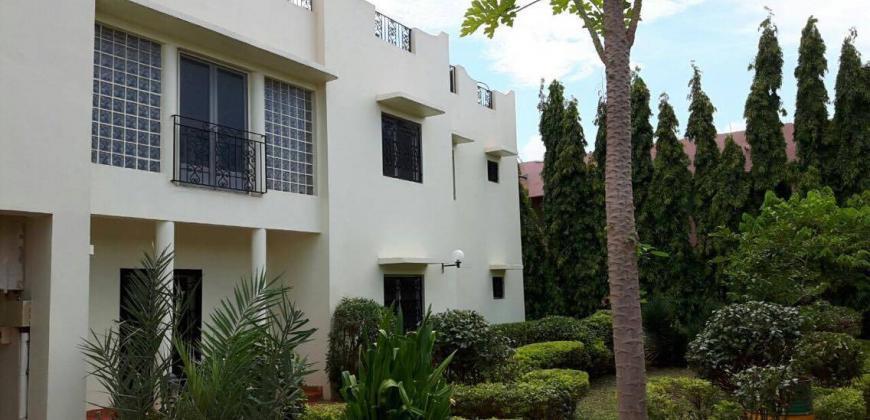 Maison duplex avec jardin et piscine à louer à Bacodjicoroni Golf
