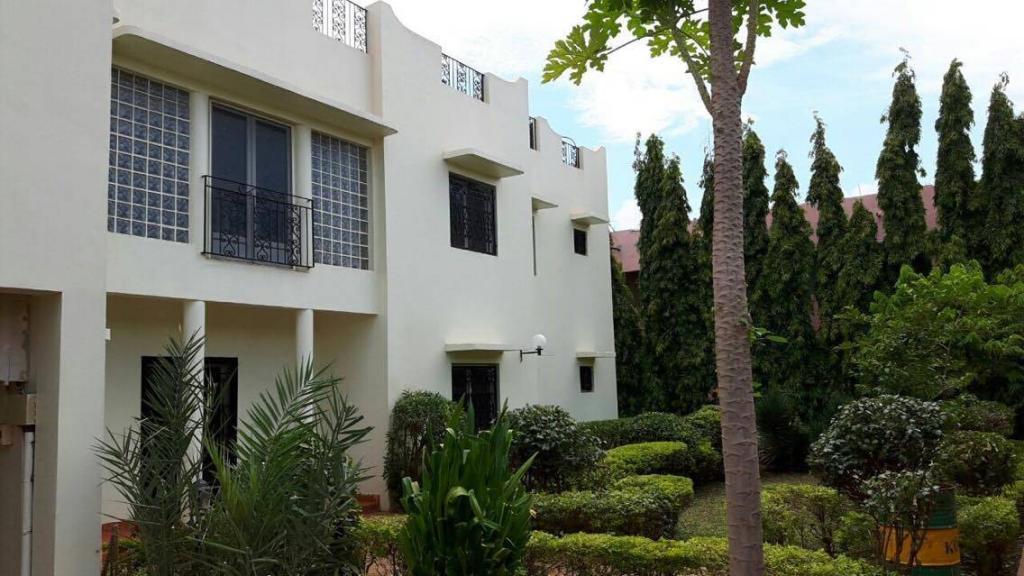 Maison duplex avec jardin et piscine louer bacodjicoroni golf selogermali - Maison a louer avec jardin wasquehal dijon ...