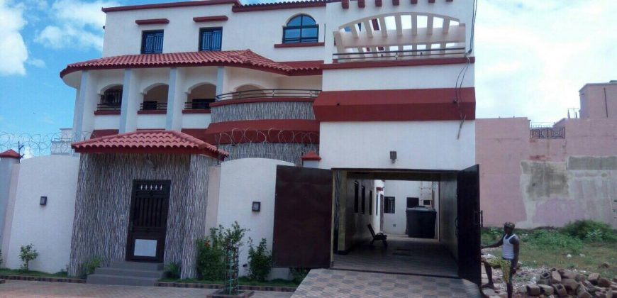 Location maison villa bamako villa spacieuse luxueuse louer la cit for Maison luxueuse a louer