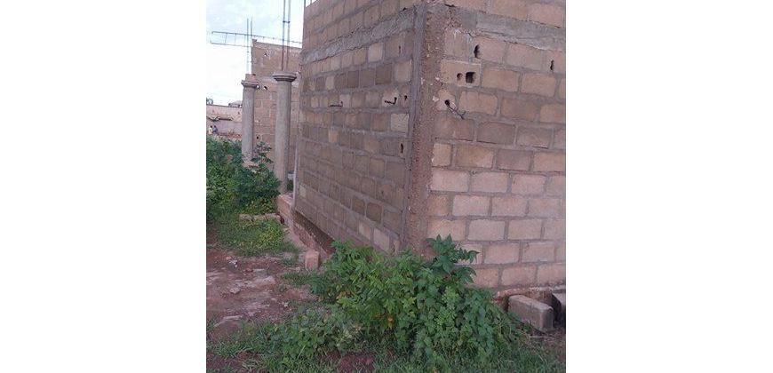 Terrain en construction a vendre a Sirakoro Meguetana