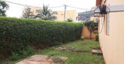 Villa meublée avec piscine privative à louer à l'entrée de Sebenicoro