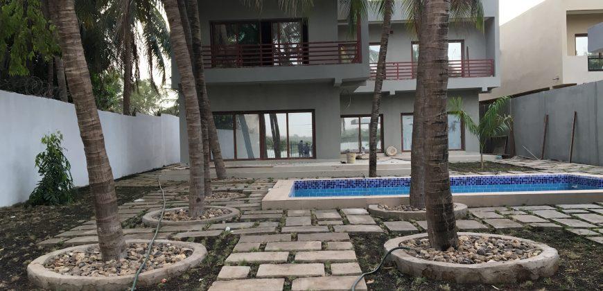 Location somptueuse villa duplex en bordure du fleuve