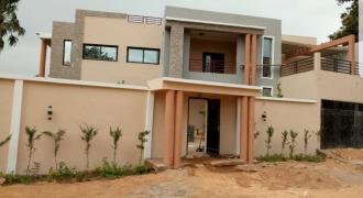 Grande villa a louer à Baco Djikoroni près du fleuve