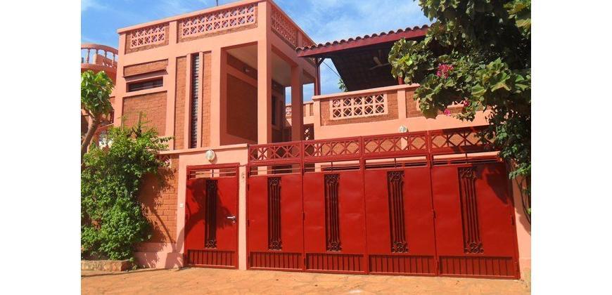 Duplex en brique rouge (BTC) avec piscine à louer à Sotuba ACI
