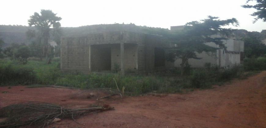 Villa inachevée batie sur 237m2 en titre foncier