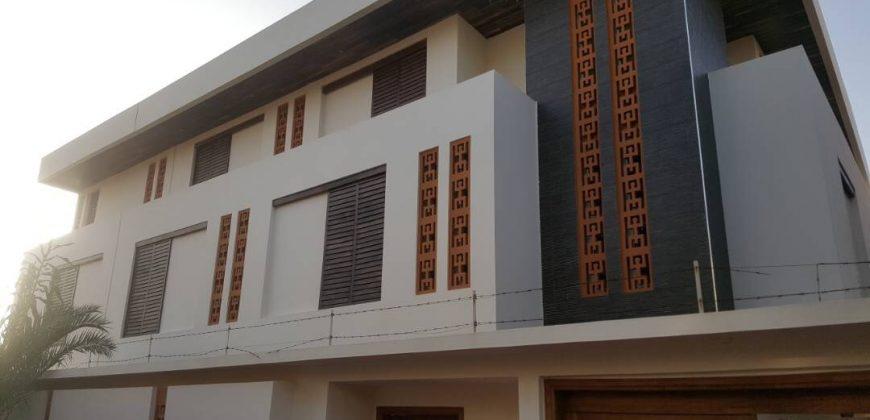 Villa de très haut standing pied dans l'eau au Virage Dakar/Sénégal